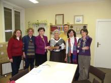 Vicenta Cortés Alonso recibe placa de Socia Honoraria de la Asociación Uruguaya de Archivólogos